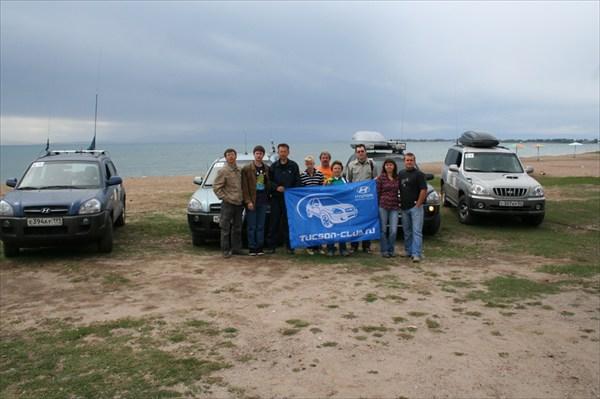 на фото: На берегу Иссык-Куля